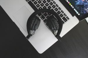 161031 Webinar Comp Earphones Pic YLAW